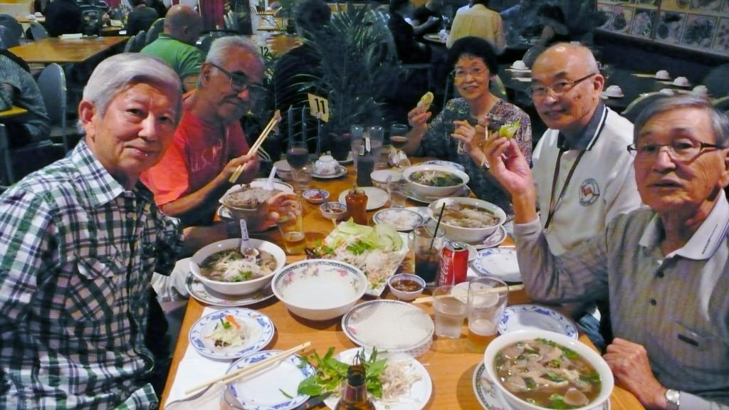 P1040346 8月3日ベトナム料理全員で
